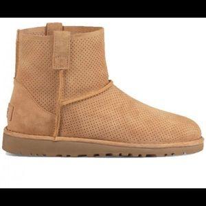 NWOT WOMENS ugg classic unlined mini perf boots